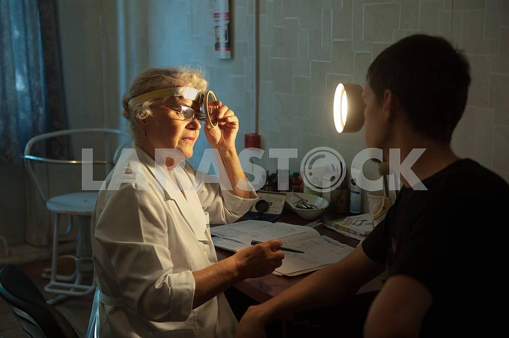 Recruits undergo a medical examination — Image 35930