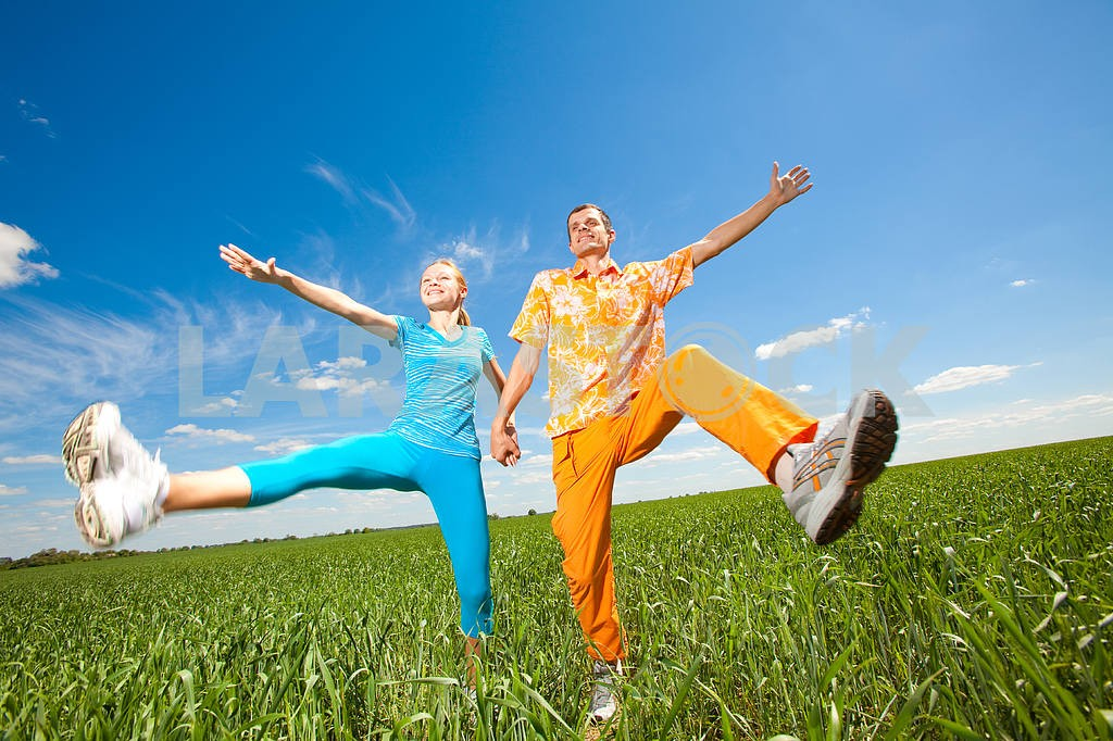 Happy people is jumping in field — Image 6950