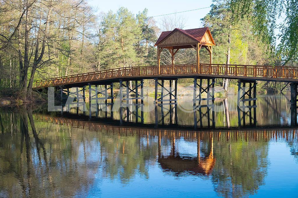 Bridge across the lake — Image 70150