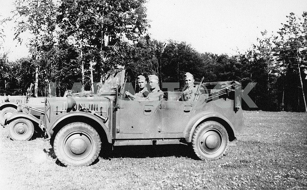 German soldiers in the car — Image 22260