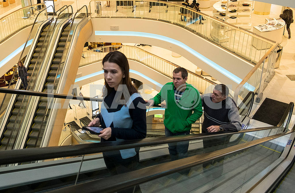People on the escalator in TSUM — Image 48290