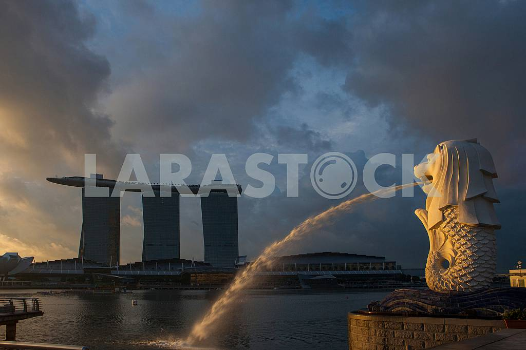 Statue of sea lion - the emblem of Singapore — Image 27011