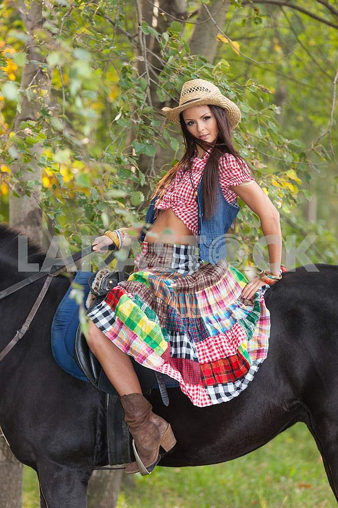 Young woman on a horse — Image 22541
