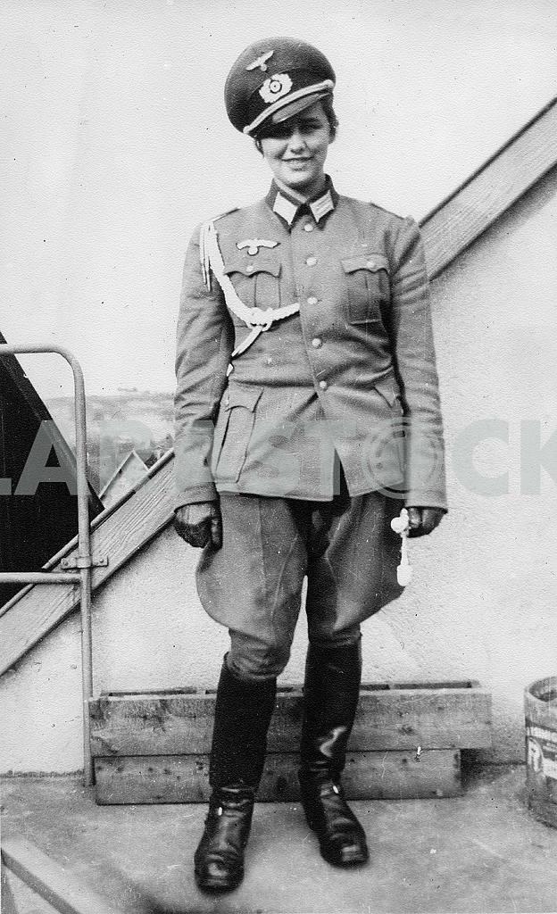 Девушка из вспомогательного подразделения Вермахта. — Изображение 22941