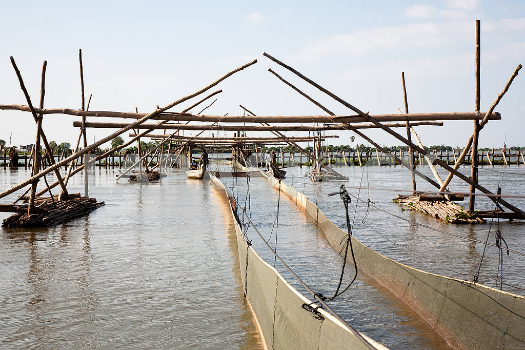 Facilities for industrial fishing fishing cooperative on Tonle Sap Lake in Cambodia. — Image 3451