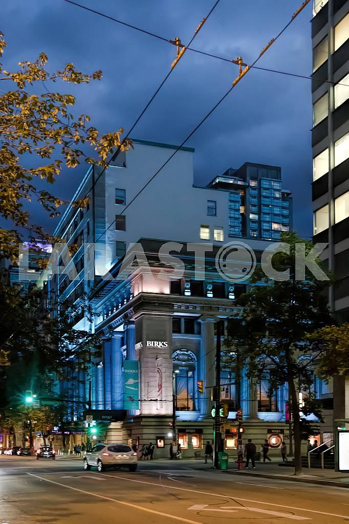 Jewelry store Birks at night. — Image 33851