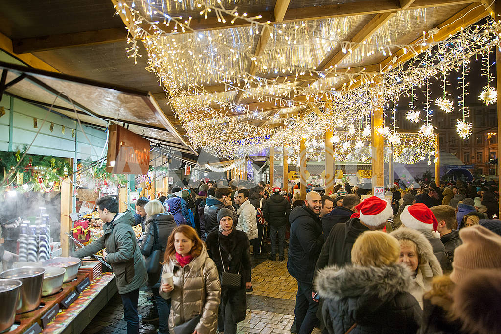 Celebrating the New Year in the center of Kiev on the night from December 31st to January 1st. — Image 67361