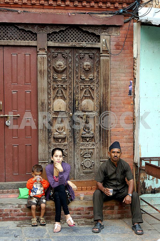 Nepalese family have carved door — Image 22671