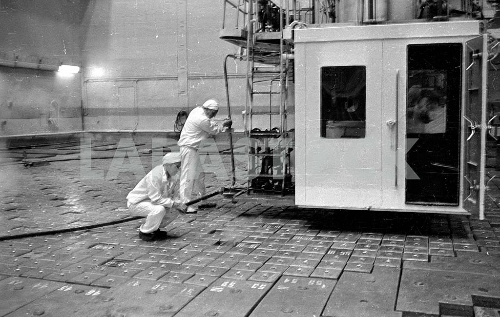 Replacement of TVELs in the reactor — Image 42771