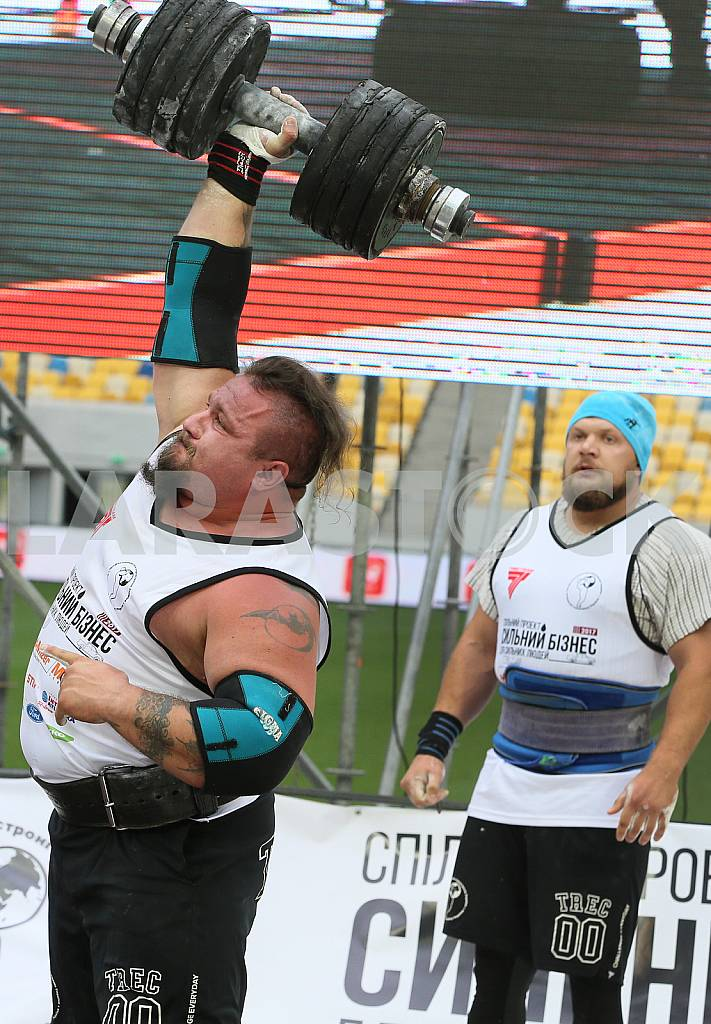 Ukrainian strongmen Vitaly Mikheev Andrei Burshtin to world champion — Image 34491
