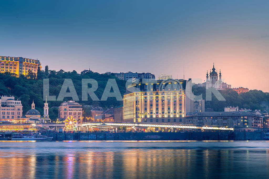 Kiev, Ukraine - May 4, 2018: beautiful background, sunset on the Dnieper, overlooking the Podil — Image 70691