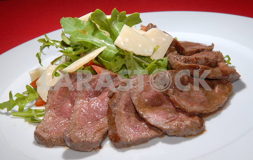 Boiled beef with rukkola and cheese — Image 3891