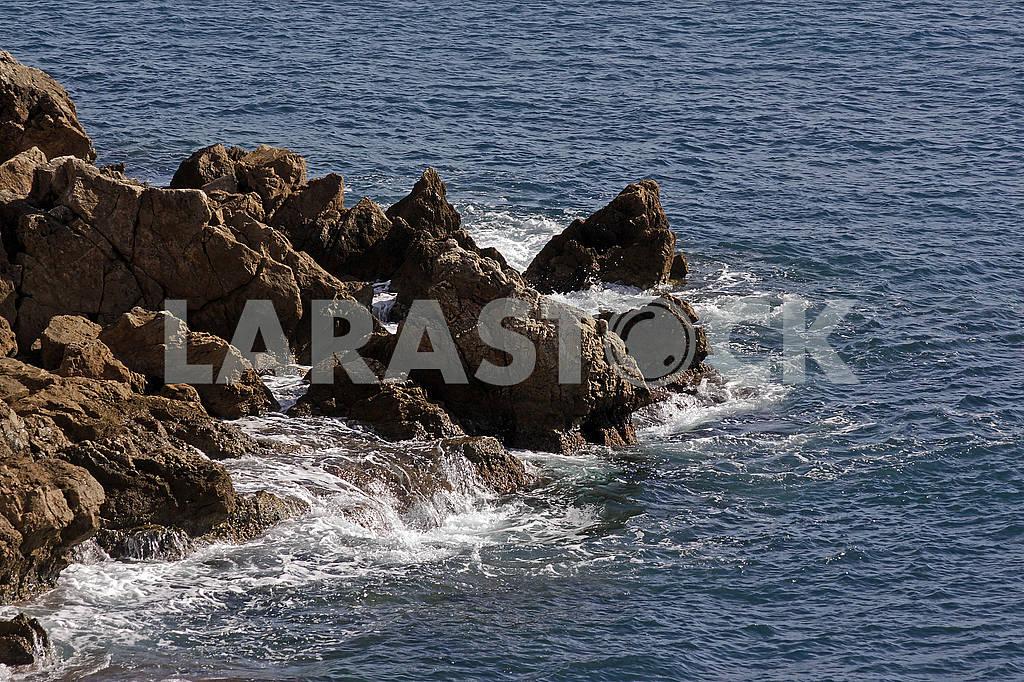 Waves on the rocks — Image 62502