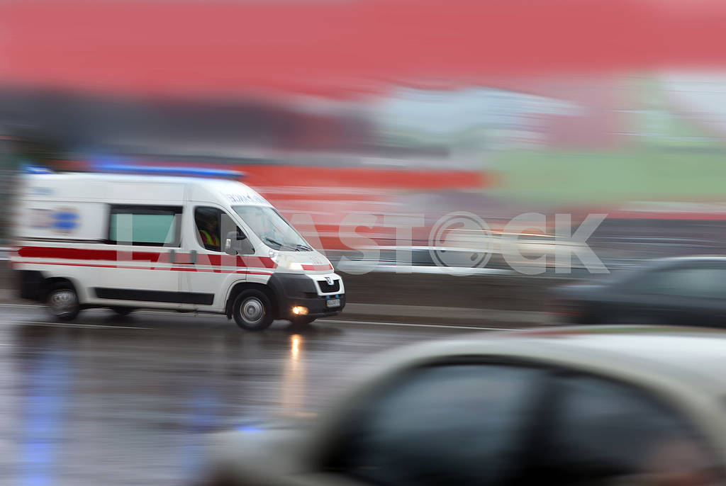 Ambulance in the city on a blurred background . — Image 64532