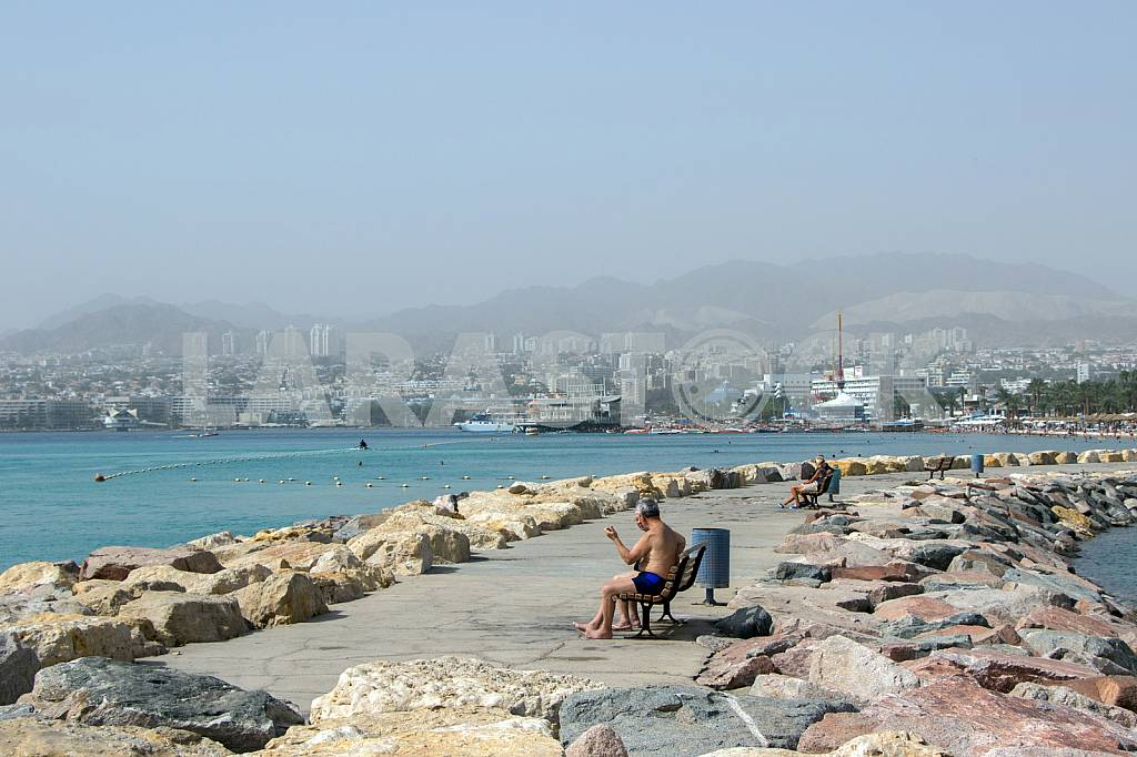 Vacationers on promenade in Eilat — Image 30232