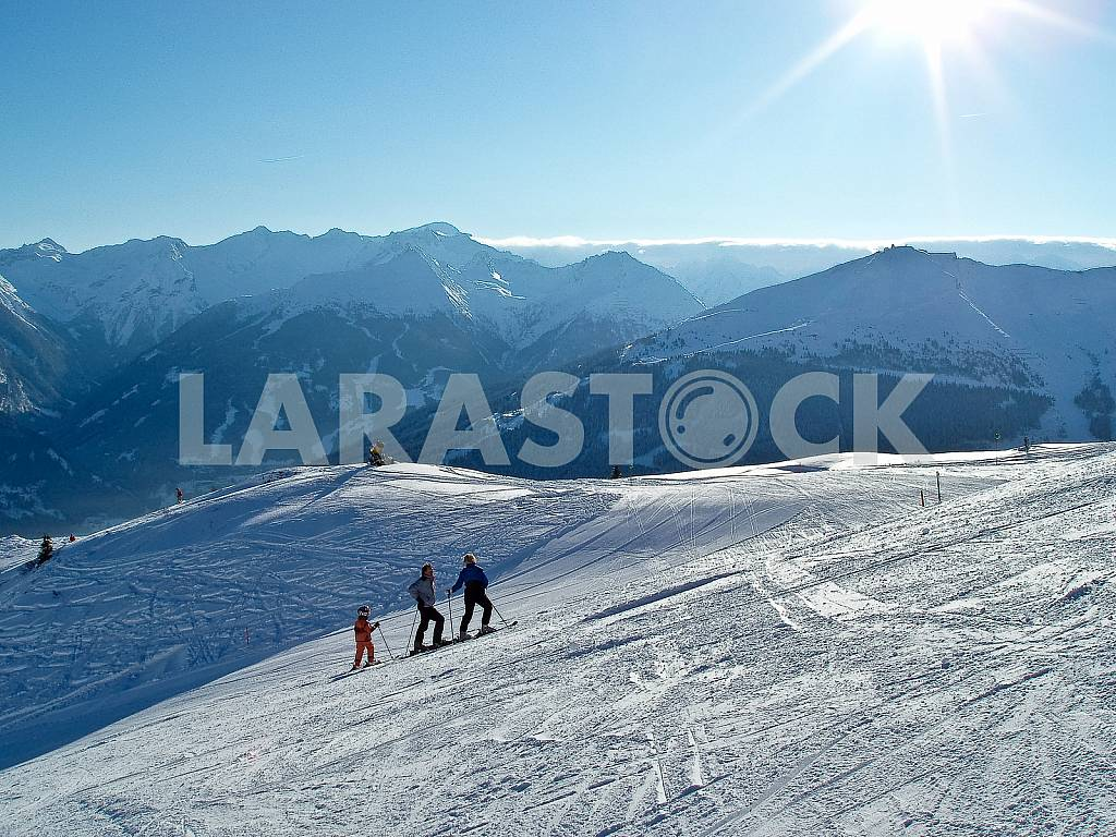 Ski road in the rays of the sun — Image 22452