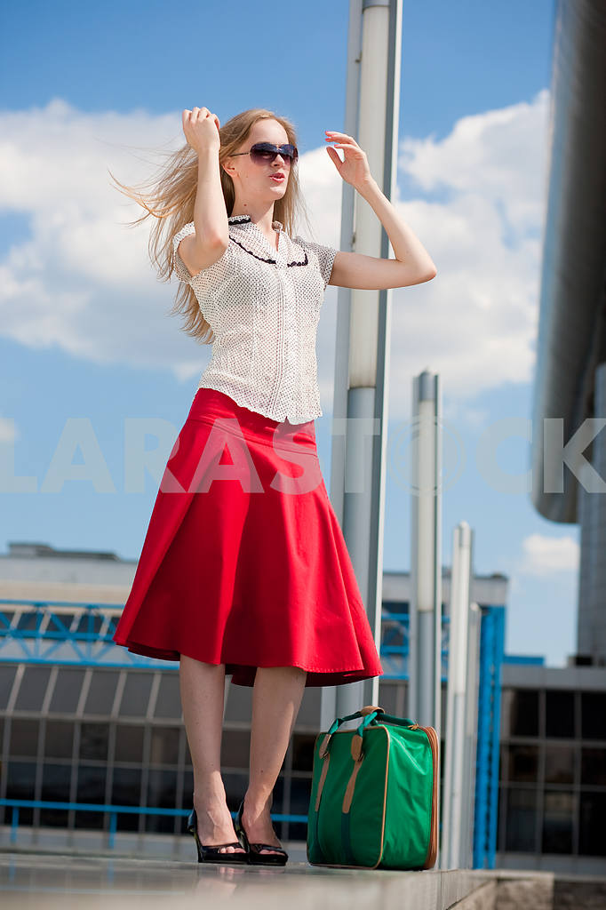 Young woman, blond, against the backdrop of the station. In all  — Image 4452