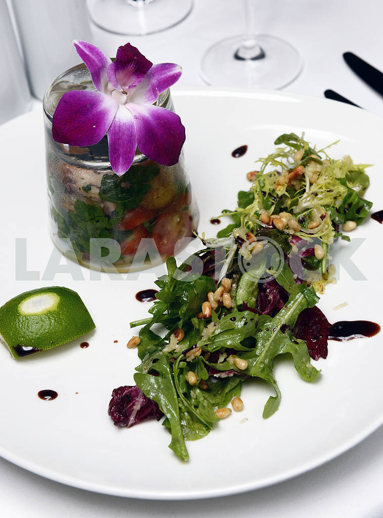 Warm salad with potatoes and octopus — Image 2272