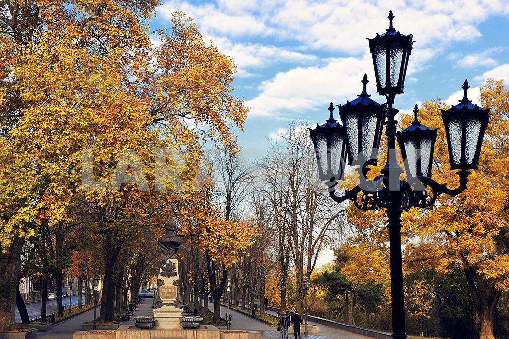 Primorsky Boulevard in the autumn — Image 42382