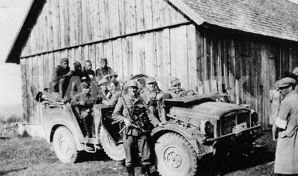 German soldiers in Latill (France) car. — Image 22403