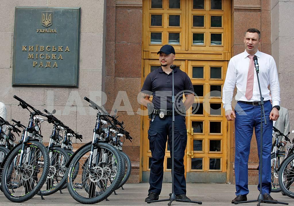 Handover ceremony of bicycle patrol police in Kiev — Image 31603