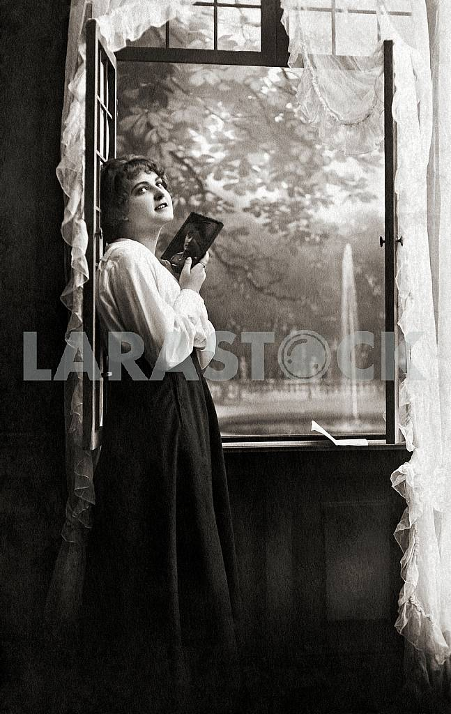 The girl at the window — Image 23603