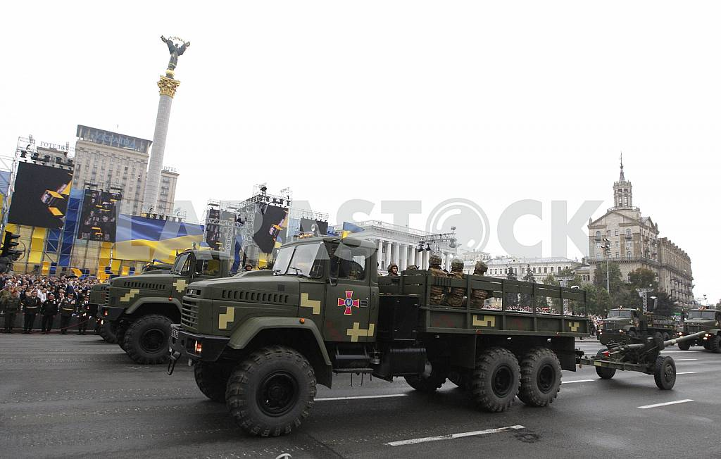 Military parade on the Independence Square in Kiev — Image 34713