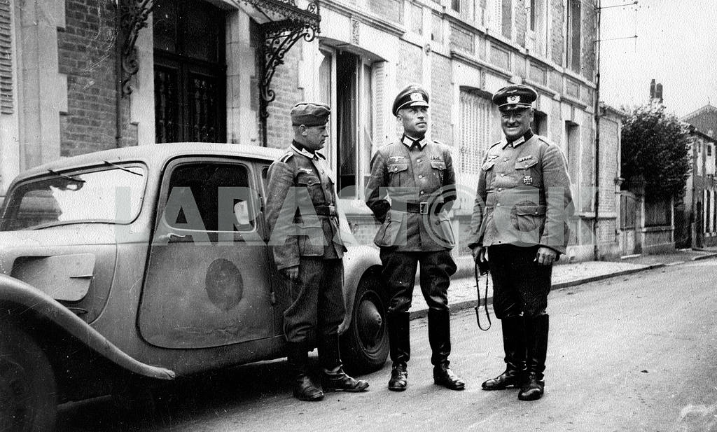 The German high command officers from Citroen car 11-CV — Image 22423