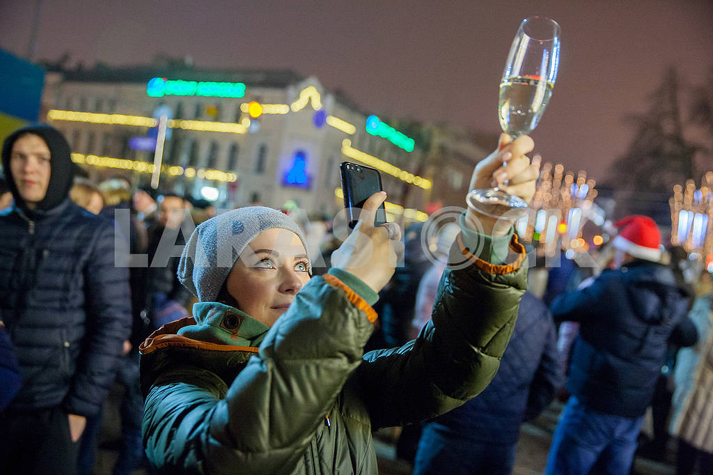 Celebrating the New Year in the center of Kiev on the night from December 31st to January 1st. — Image 67353