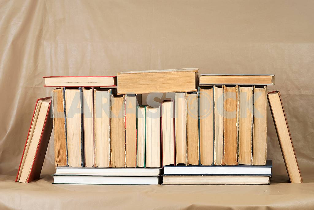 Old and used hardback books or text books on wooden table. Books and reading are essential for self improvement, gaining knowledge and success in our careers, business and personal lives. Copy space — Image 40783