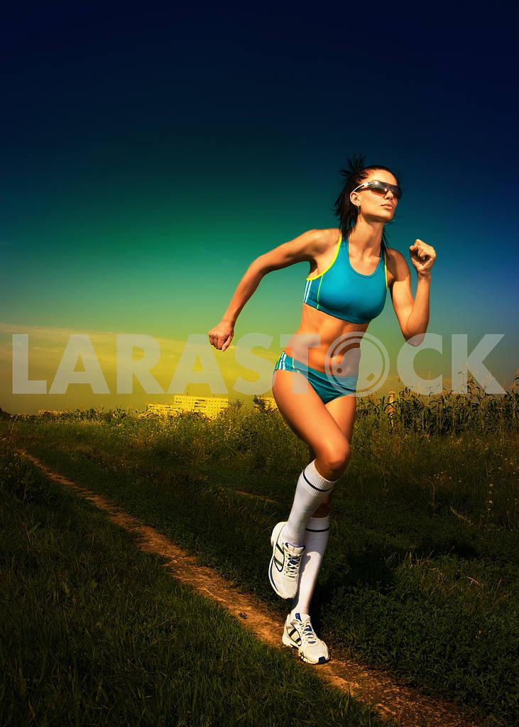 Girl athlete runs on road — Image 4993