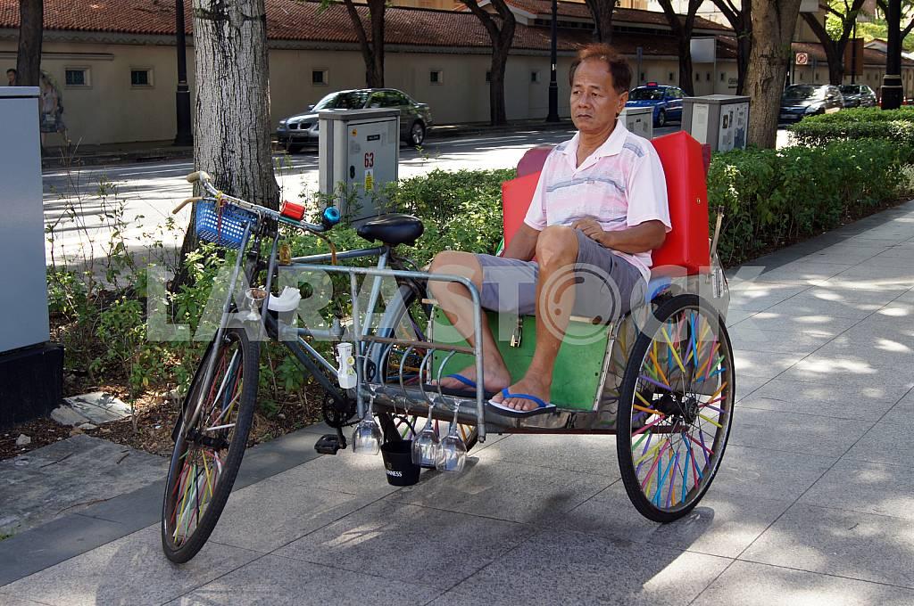 Rickshaw waiting for customers — Image 26093