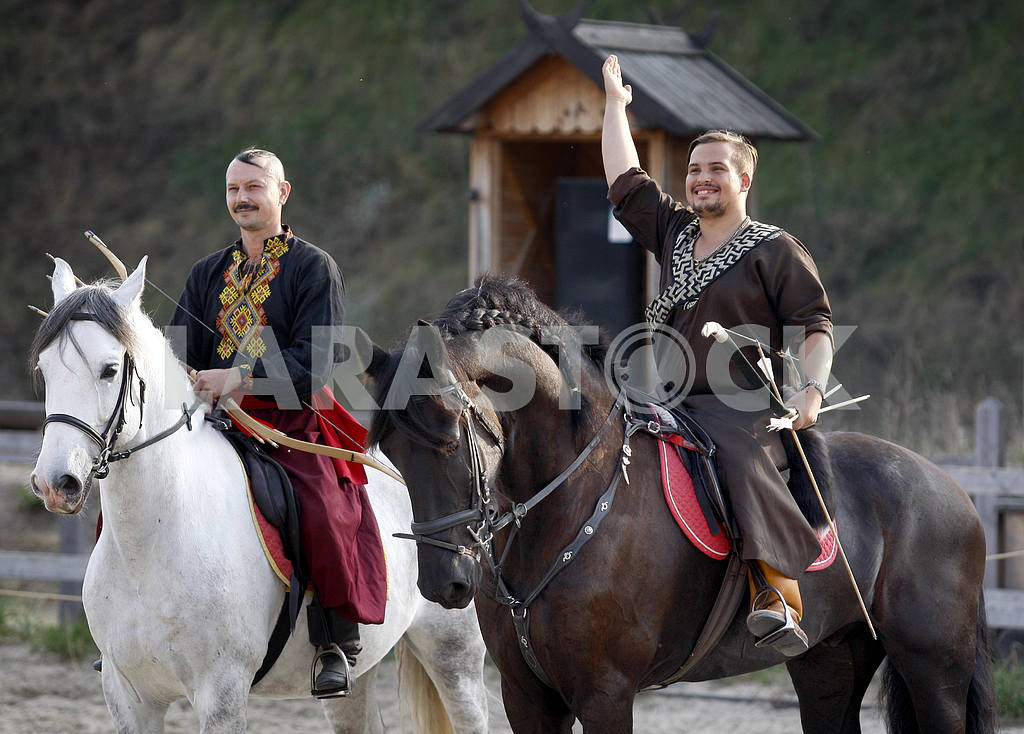 Archers on horseback greeted viewers — Image 38393