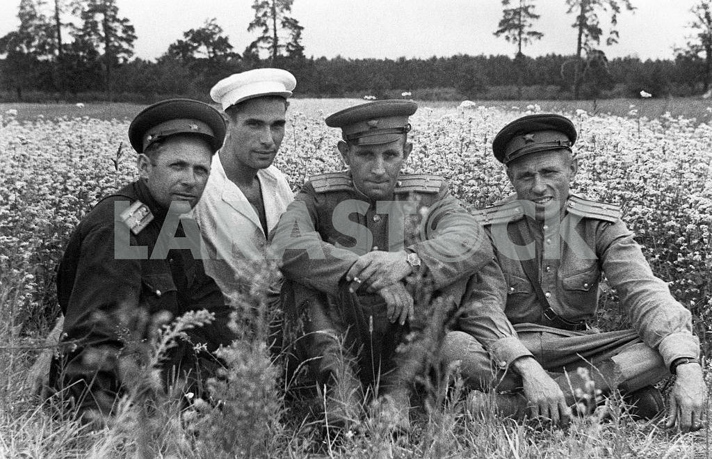 Soviet soldiers returned from war. — Image 23604