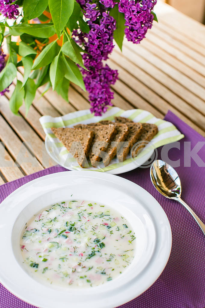 Cold soup with bread — Image 53104