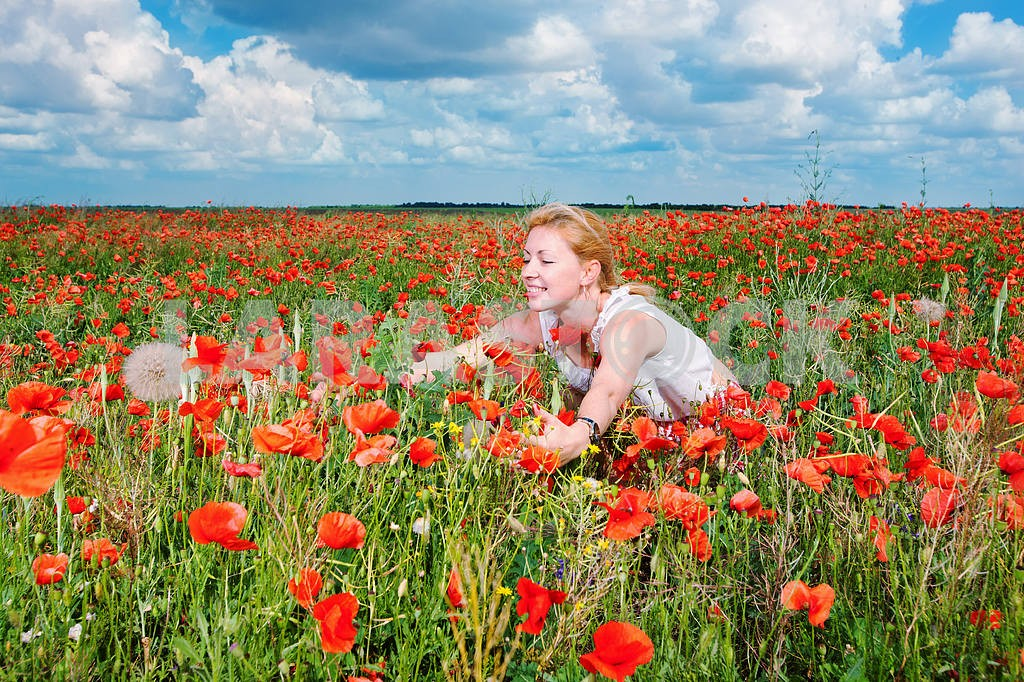 Girl in a field of poppies — Image 10634