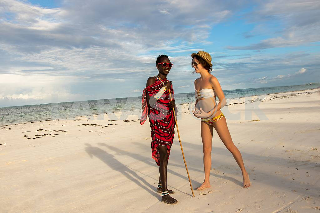 Zanzibar, a girl and a male Masai warrior — Image 32174