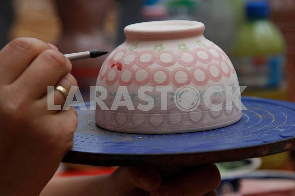 Gonchar paints cup at Jagiellonian Fair — Image 33884