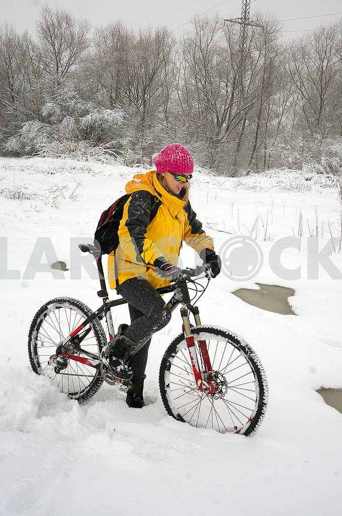 A walk in bicycle  snowfall — Image 70115