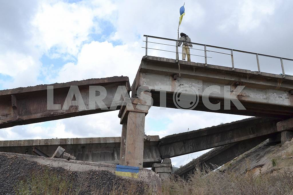 The destroyed bridge in Donetsk region — Image 38115