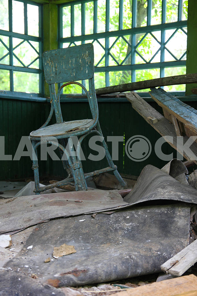 Vienna chair in an abandoned house — Image 67525