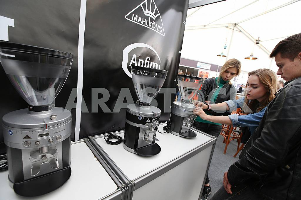 Rack with coffee makers on the coffee festival in Lviv — Image 37625