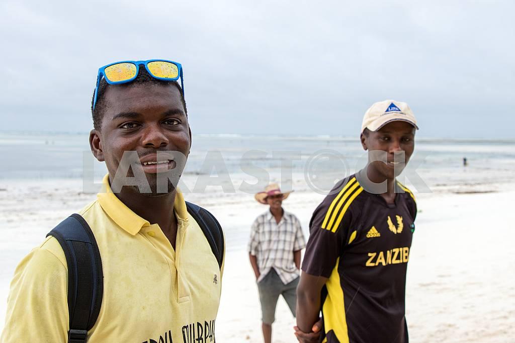 Zanzibar, the three men on the background of the ocean — Image 32045