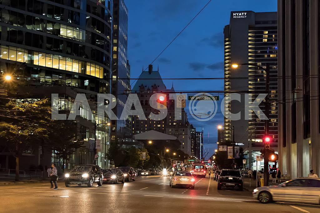 Street Burrard Street at night with a view of the hotel Hyatt Regency — Image 33855
