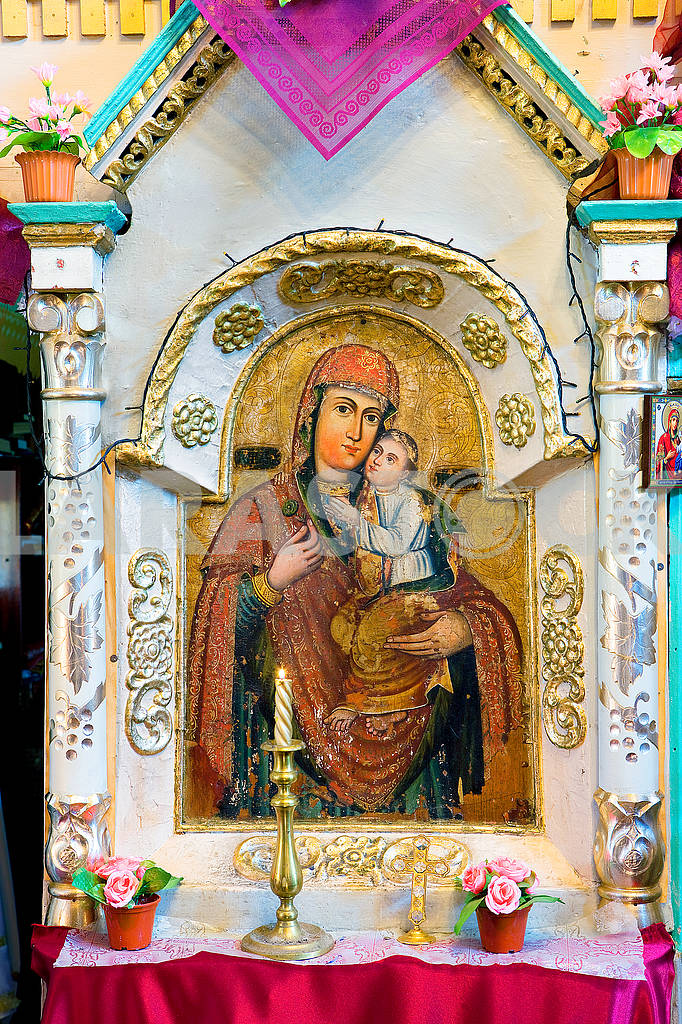 Icons in the old temple — Image 68155