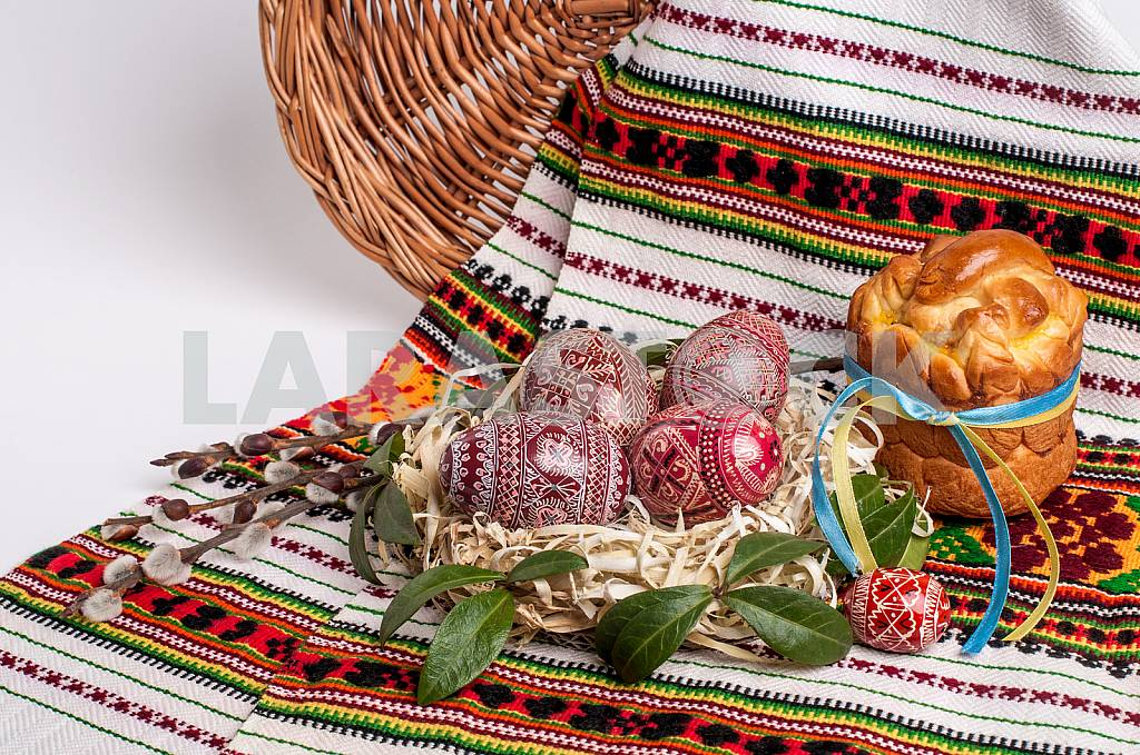 EASTER EGGS IN A BASKET — Image 27106
