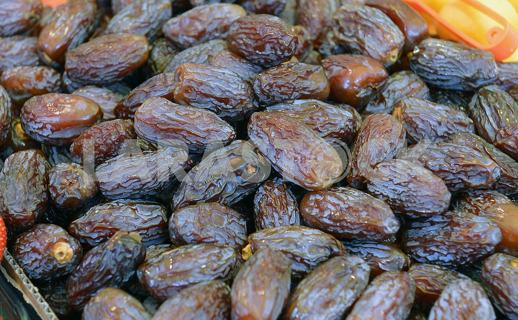 Dry dates in the box — Image 18616