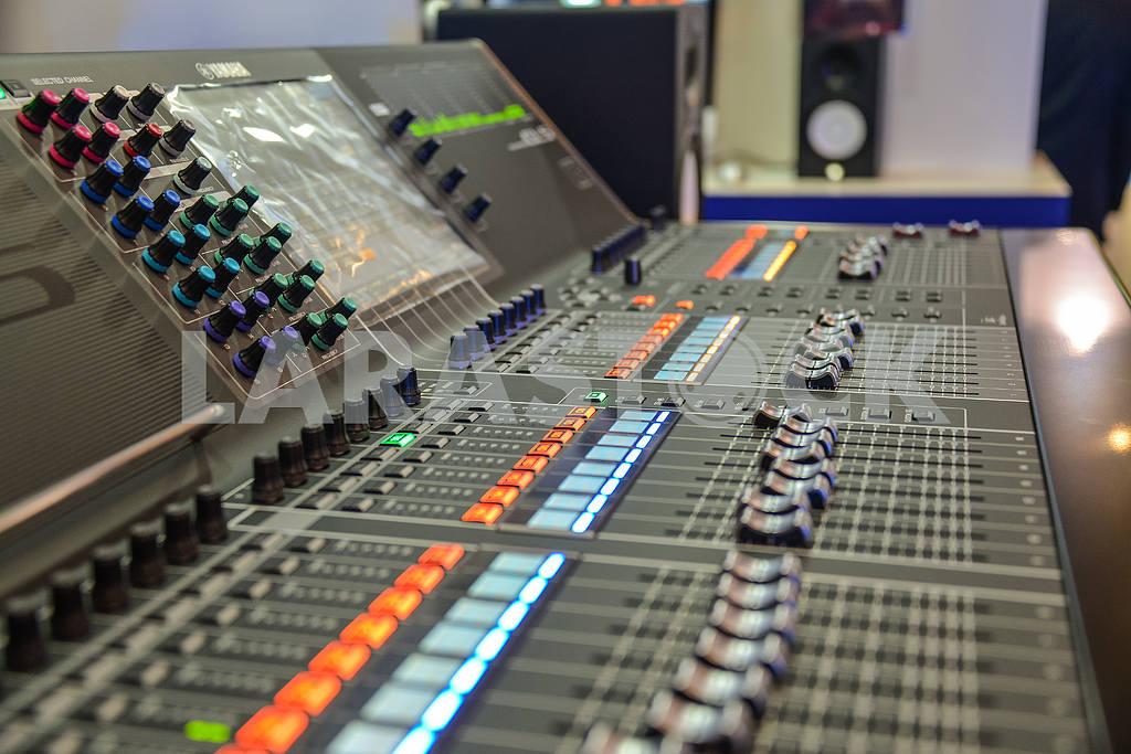Remote control television studio — Image 31116