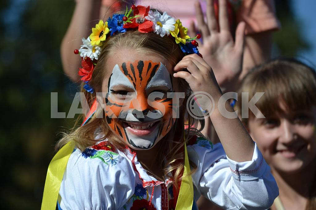 Girl in tiger painted on the bottom of Slavyansk — Image 36446