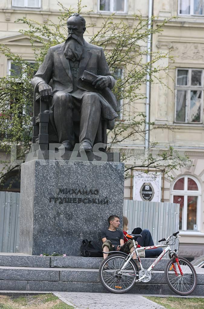 Hrushevsky Monument in Lviv — Image 37256